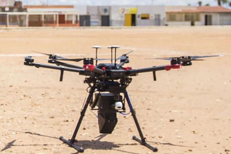 L'AIEA a testé avec succès la libération de moustiques stériles à partir de drones dans le cadre des efforts déployés pour utiliser une technique nucléaire pour supprimer les vecteurs de Zika et d'autres maladies. (Photo: WeRobotics)