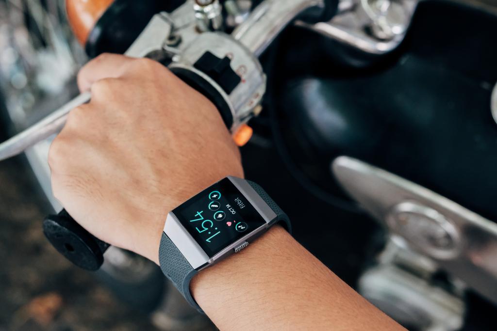 Une montre connectée (crédits: Tinh tế Photo / Public domain)