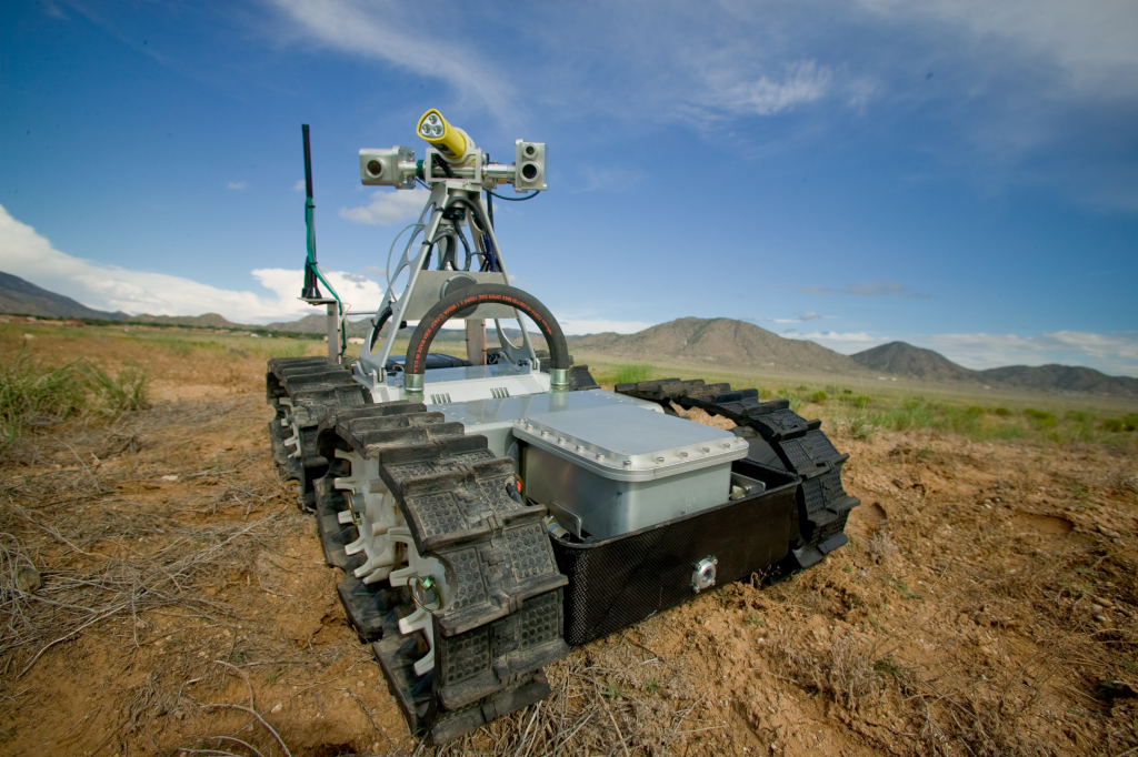 Les ingénieurs de Sandia ont conçu le robot de sauvetage dans les mines Gemini-Scout pour identifier les dangers et venir en aide aux mineurs piégés. Le robot est capable de naviguer dans 18 pouces d'eau, de ramper sur des rochers et des tas de gravats, et de passer devant les sauveteurs pour évaluer les environnements précaires et aider à la planification des opérations (crédits: Randy Montoya / Sandia Labs / Flickr Creative Commons Attribution-NonCommercial-NoDerivs 2.0 Generic (CC BY-NC-ND 2.0))