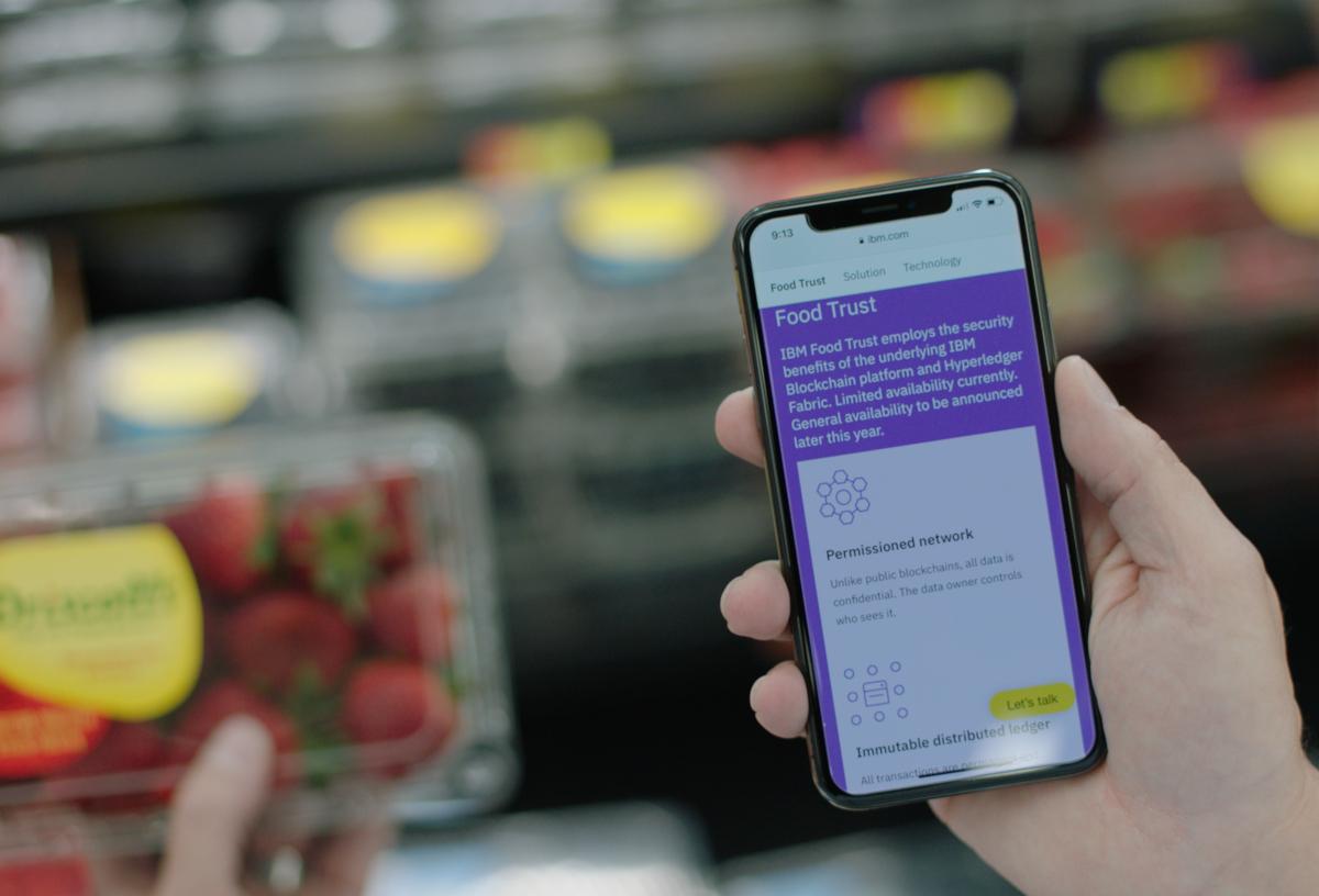 Lancé en octobre 2018, IBM Food Trust est un registre numérique hautement sécurisé qui utilise la technologie de chaîne de blocs pour connecter chaque membre de la chaîne d'approvisionnement alimentaire au moyen d'informations partagées et précises. C'est le premier et le seul réseau du genre et, d'ici cinq ans, il pourrait transformer notre écosystème alimentaire. Une chaîne d'approvisionnement alimentaire activée par la chaîne de blocs améliorée par les dispositifs IoT et l'informatique artificielle pourrait nous rapprocher d'une consommation alimentaire zéro déchet. (crédits: IBM Research / Flickr Creative Commons Attribution-NoDerivs 2.0 Generic (CC BY-ND 2.0))