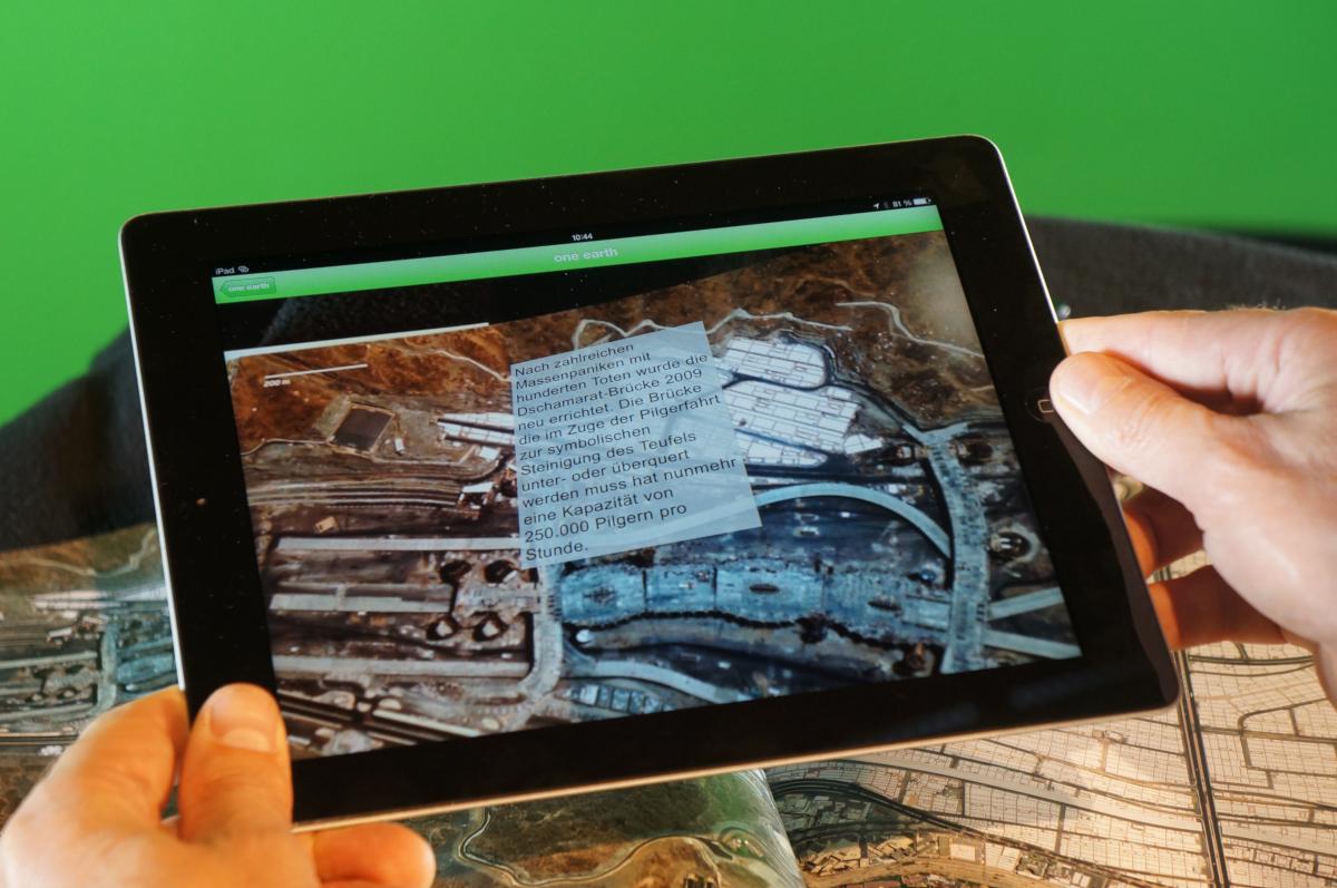 Le dernier livre d'eVision, One Earth, utilisant la technologie de réalité augmentée de Wikitude présenté au Frankfurter Buchmesse (crédits: WIKITUDE / Flickr Creative Commons Attribution-ShareAlike 2.0 Generic (CC BY-SA 2.0))