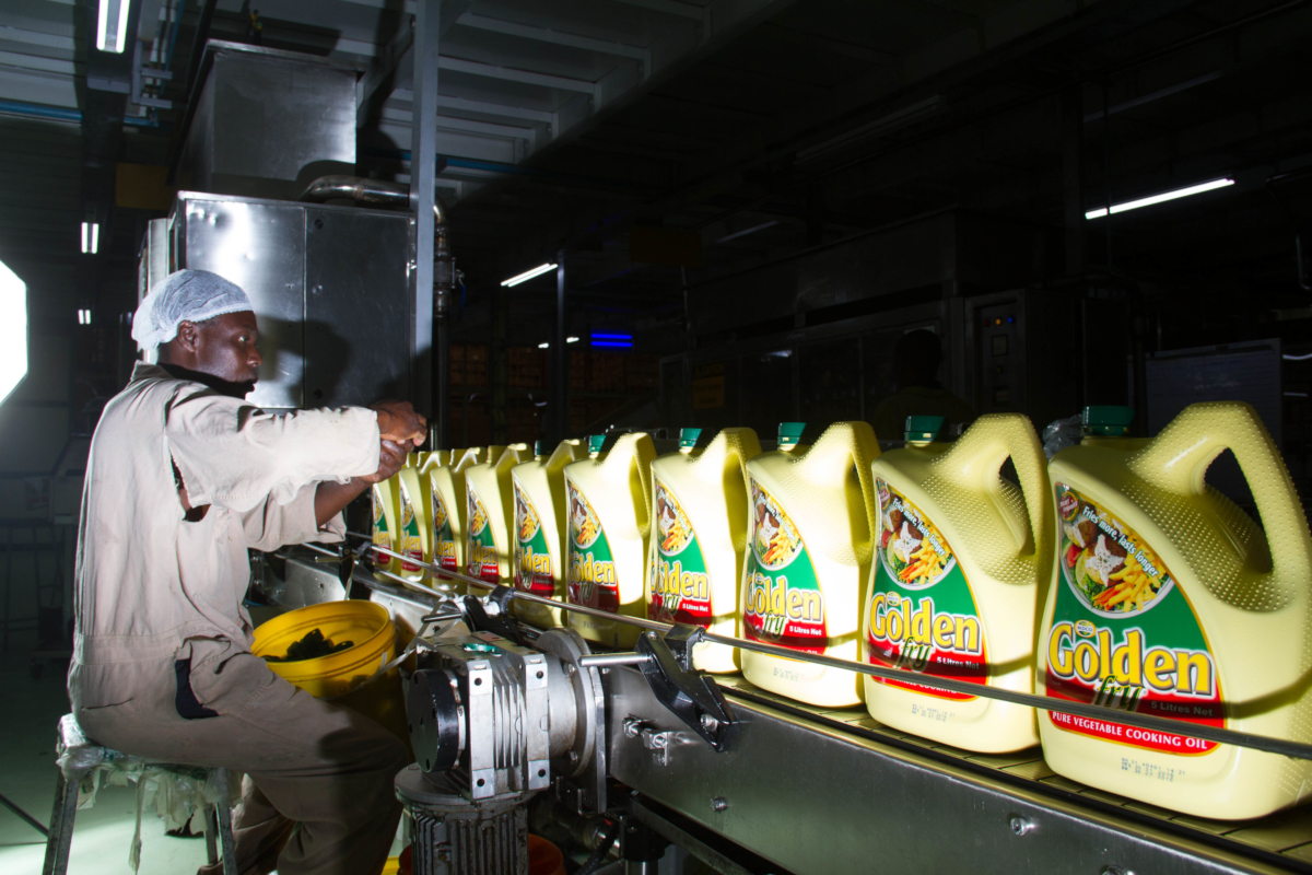 A Bidco Africa employee checks cooking oil samples as part of quality control at the manufacturing plant outside Nairobi, Kenya. (credits: Bidco Africa Ltd / Flickr Creative Commons Attribution 2.0 Generic (CC BY 2.0))