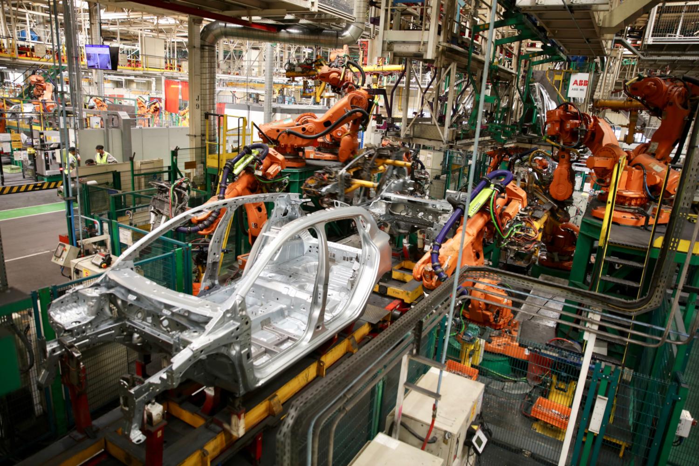 Les robots industriels à l'usine Renault de Flins-sur-Seine (crédits: © Nicolas DUPREY / Département des Yvelines / Flickr Creative Commons Attribution-NoDerivs 2.0 Generic (CC BY-ND 2.0))