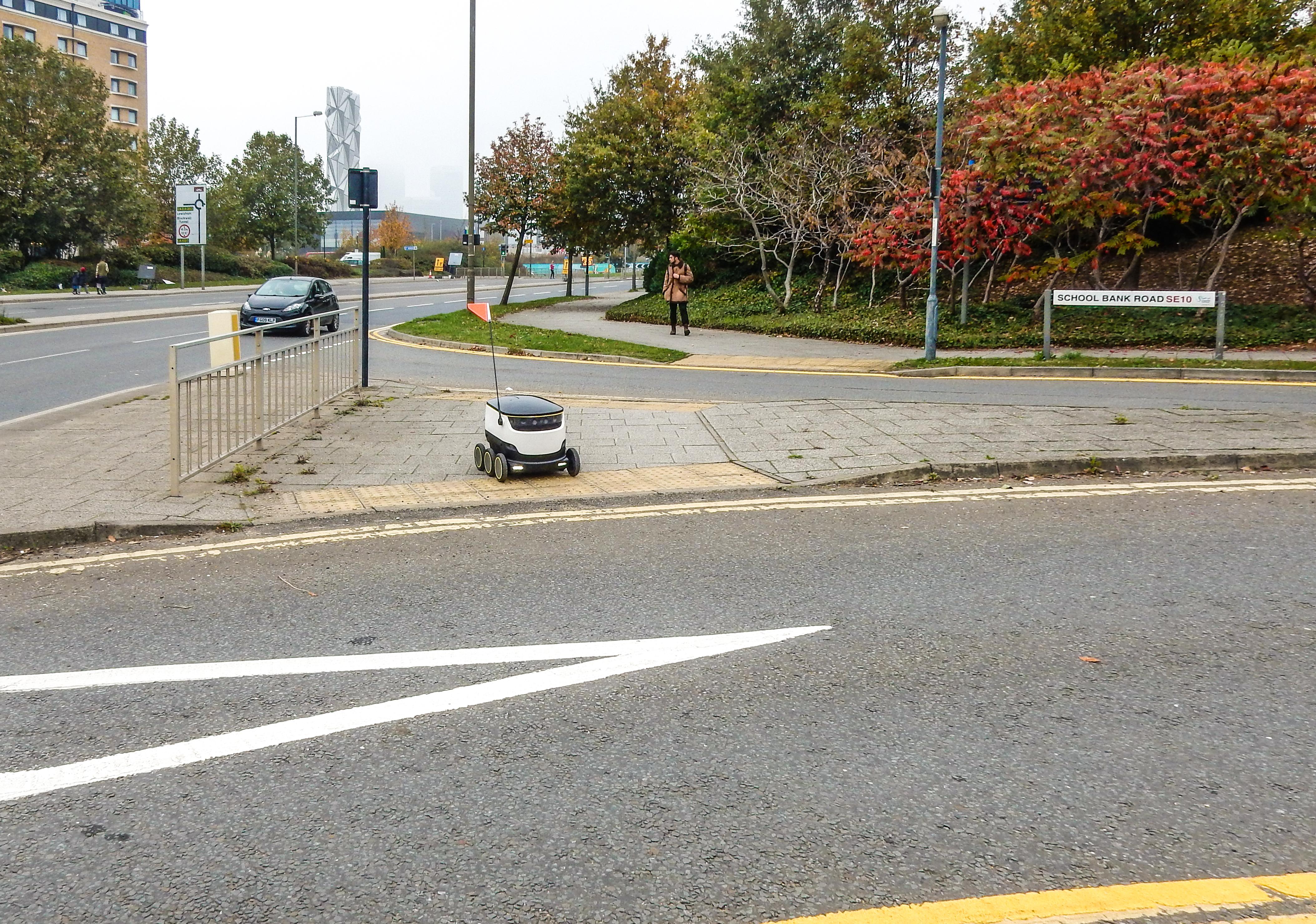 Robot de livraison autonome (crédits: Kirsi L-M / Flickr Creative Commons Attribution - Pas d'Utilisation Commerciale - Pas de Modification 2.0 Générique (CC BY-NC-ND 2.0))
