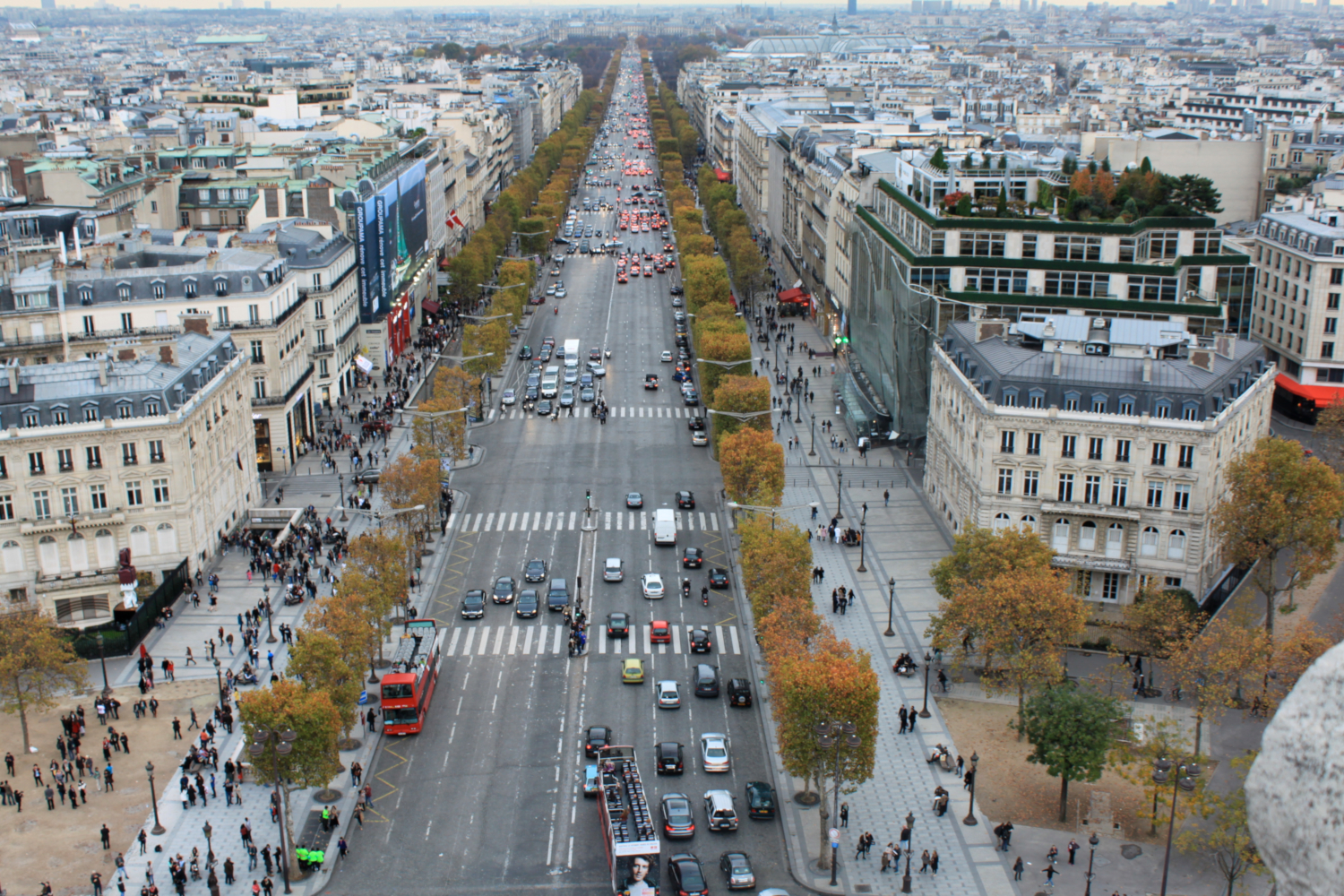 Road traffic in The Champs-Élysées from the top of the Arc de Triomphe. (credits: Natasha de Vere & Col Ford / Flickr Creative Commons Attribution 2.0 Generic (CC BY 2.0))