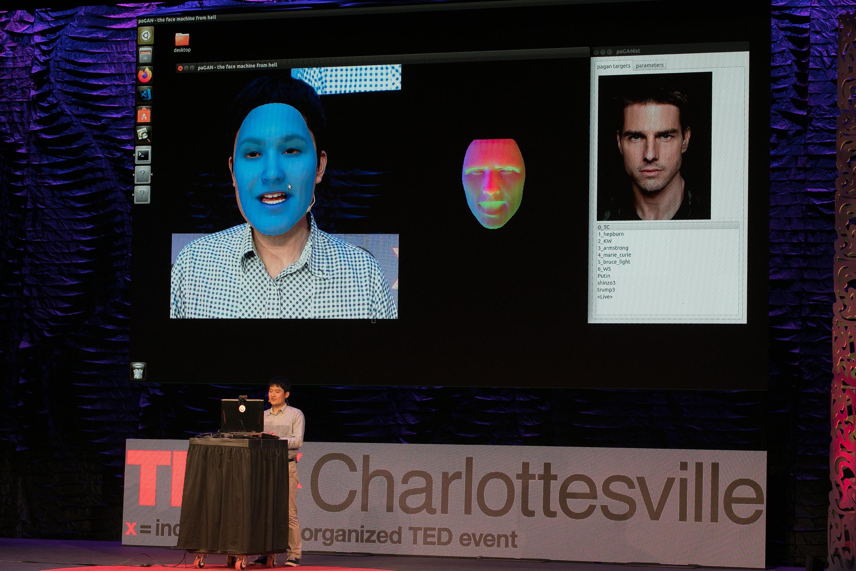 Koki Nagano discute de l'avenir des humains virtuels et des deepfakes à TEDxCharlottesville à Charlottesville, en Virginie, le 8 novembre 2019. (crédits: Edmond Joe / TEDx Charlottesville / Flickr Creative Commons Attribution - Pas d'Utilisation Commerciale - Pas de Modification 2.0 Générique (CC BY-NC-ND 2.0))