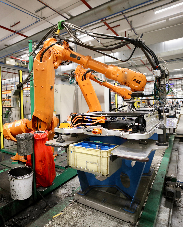 Les industriels à l'usine Renault de Flins-sur-Seine (crédits: © Nicolas DUPREY / Département des Yvelines / Flickr Creative Commons Attribution-NoDerivs 2.0 Generic (CC BY-ND 2.0))