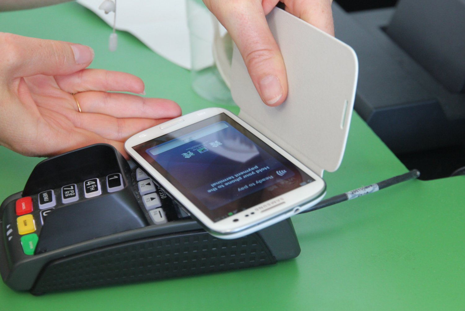 Mobile payment (credits: Pierre Metivier / Flickr Creative Commons Attribution-NonCommercial 2.0 Generic (CC BY-NC 2.0))