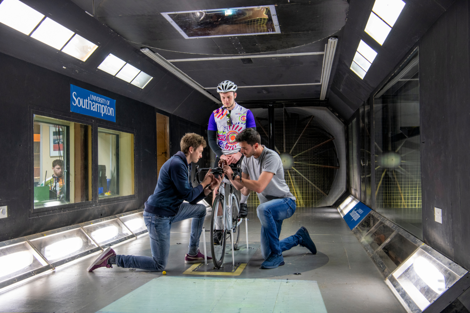Engineers test bike in wind tunnel. Investigating the relationship between a rider's cycling position and aerodynamic performance in the University of Southampton's R.J. Mitchell Wind Tunnel. (credits: © University of Southampton. Aerospace Engineering. / Flickr Creative Commons Attribution-NonCommercial-NoDerivs 2.0 Generic (CC BY-NC-ND 2.0))