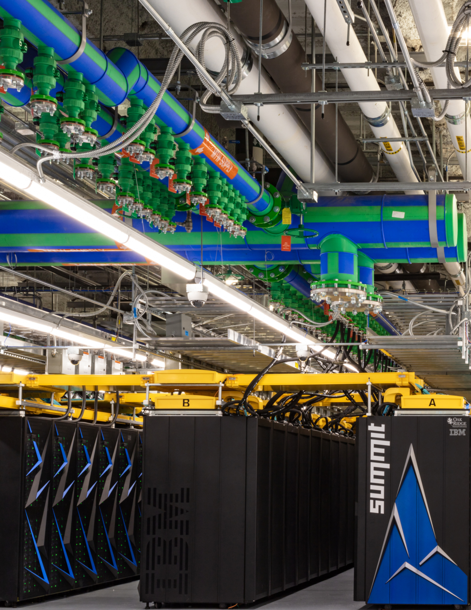 Summit supercomputer with a peak performance of 200,000 trillion calculations per second or 200 petaflops (credits: Carlos Jones / ORNL / Flickr Creative Commons Attribution 2.0 Generic (CC BY 2.0))