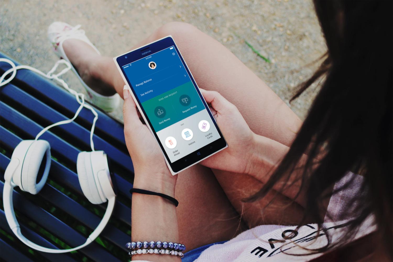 L'application mobile de PayPal pour l'envoie de l'argent (crédits: Monito - Money Transfer Comparison www.monito.com / Flickr Creative Commons Attribution 2.0 Générique (CC BY 2.0))