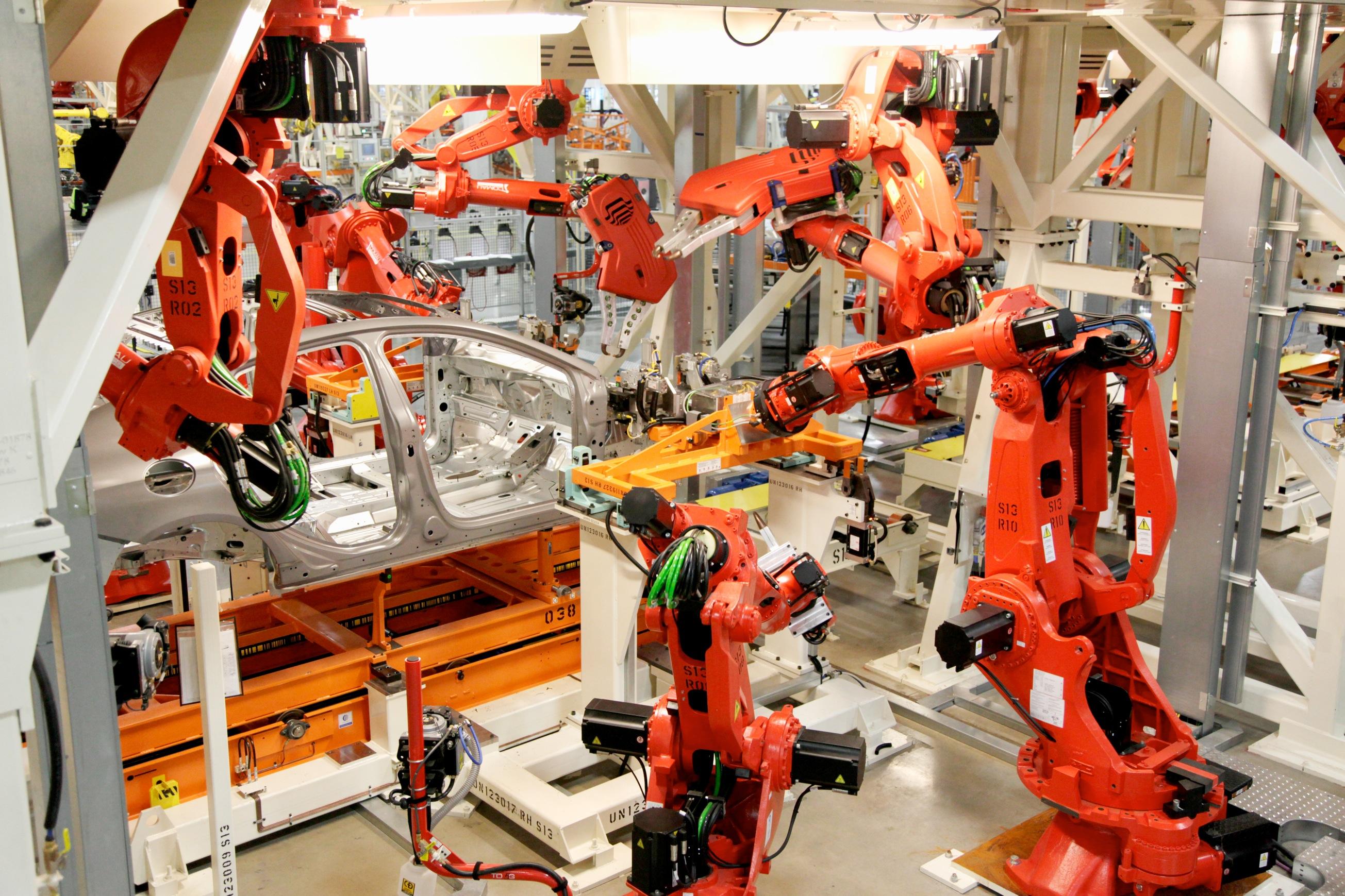 Les robots industriels au Sterling Heights Assembly Plant (crédits: Fiat Chrysler Automobiles: Corporate / Flickr Creative Commons Attribution - Pas d'Utilisation Commerciale - Pas de Modification 2.0 Générique (CC BY-NC-ND 2.0))